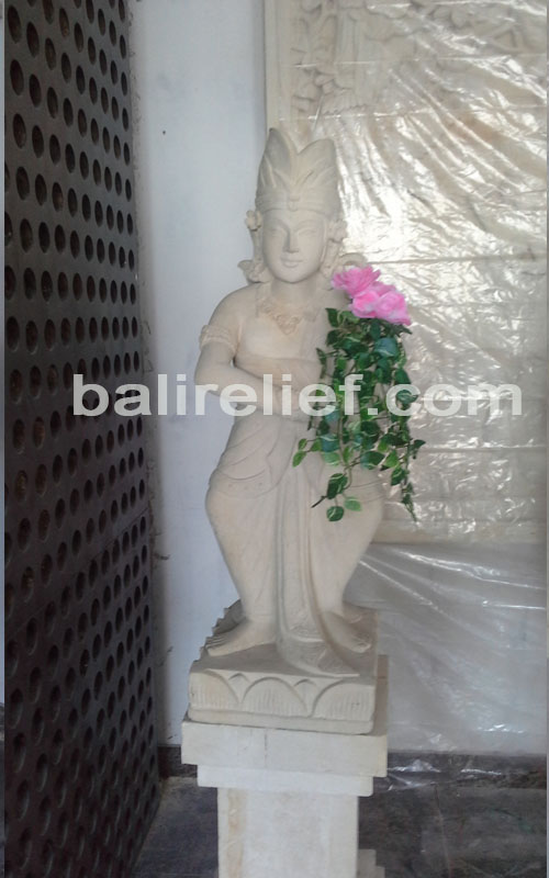 Statue SA-007